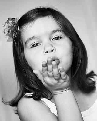 http://4.bp.blogspot.com/_WAA_H_rNEX0/SfpvOMAnSmI/AAAAAAAAIQM/V5iFcEc_BUw/s400/good-bye-kiss.jpg