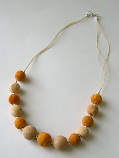 pomarańczowo-piaskowy koral z półfabrykatów