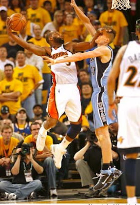 in_your_face_dunk_baron_davis_kirilenko.jpg