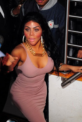 Lil' Kim shows how not to wear blush...