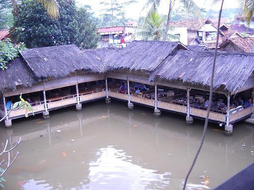 Mandi Matahari Restoran Gurih 7 Bogor