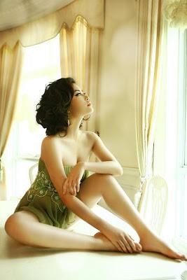 Hoang Thuy Linh photos