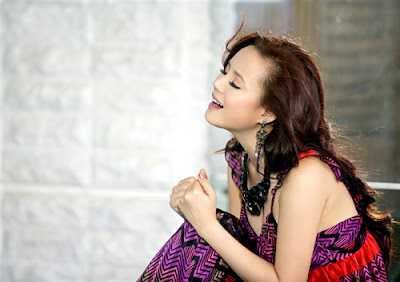 Vietnamese singer Vy Oanh