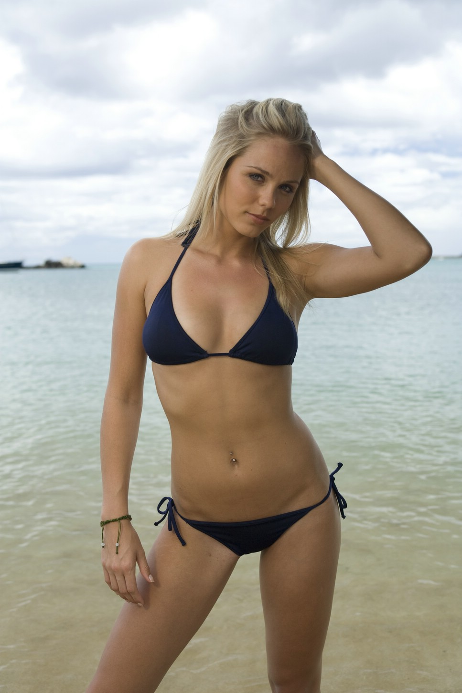 Hot Amp Sexy Blog Laura Vandervoort Sexy Bikini