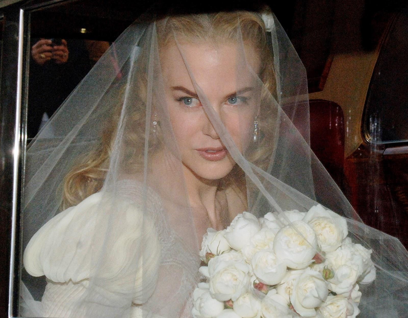 http://4.bp.blogspot.com/_WDCWEjl45FQ/TUNiYWH4eSI/AAAAAAAADwo/OA3uawVQTjA/s1600/nicole-kidman-wedding-01.jpg
