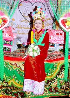 traditional wedding dress of Cham Châu Đốc