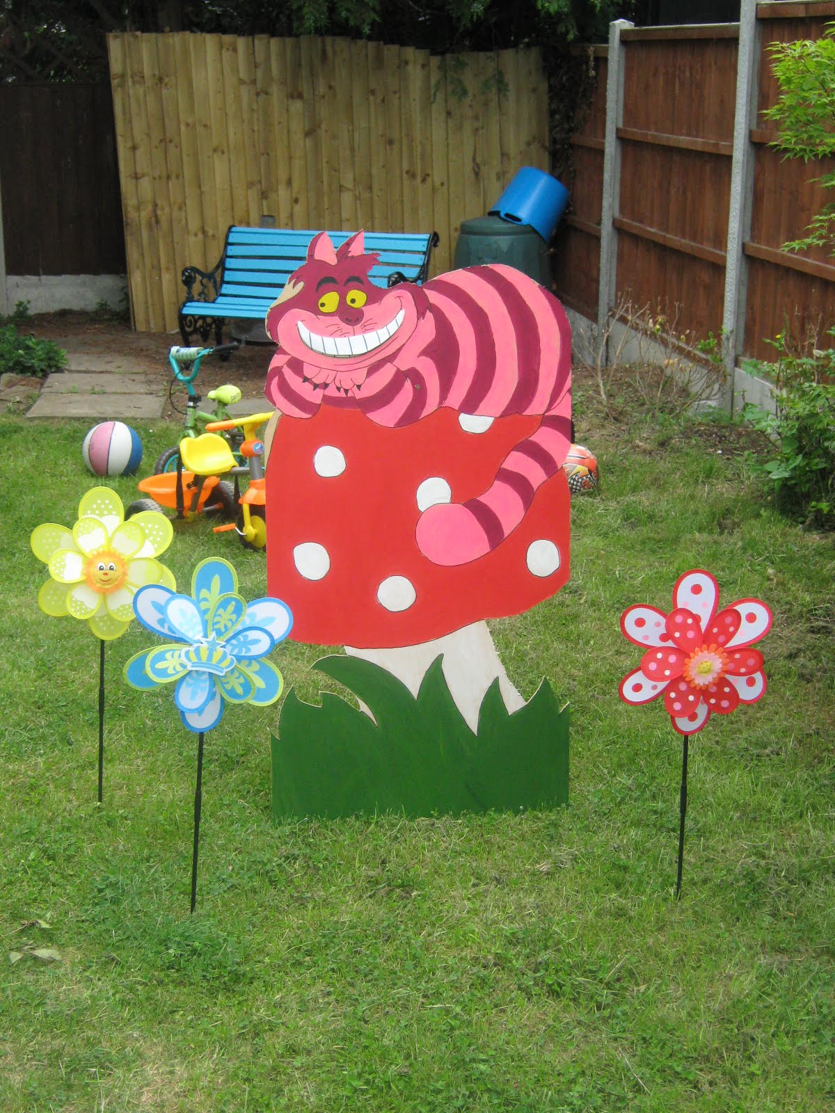 home party ideas alice in wonderland party decorations