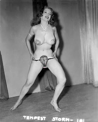 Cameltoe behind naked sex girl