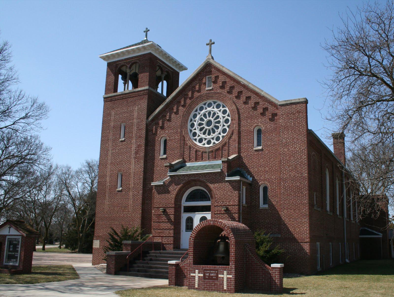 The steeplechase st peter catholic church clarks ne for Church exterior design