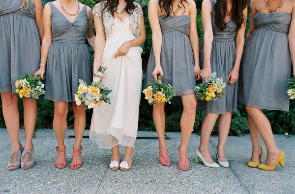 What color shoes goes with a gray dress