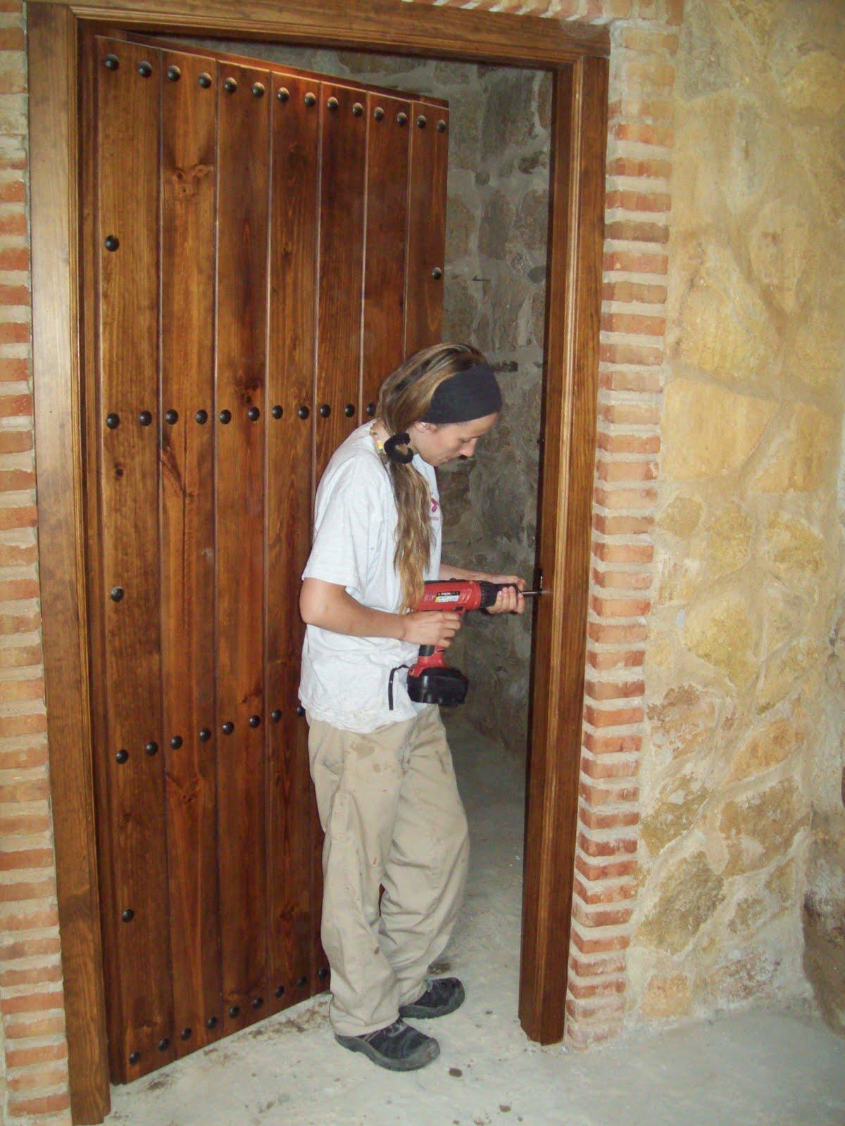 Universidad popular de higuera de vargas escuela taller for Fabricacion de bares de madera
