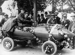 første bil