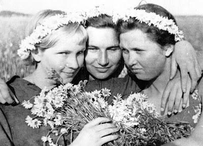 Девчонки в 1941г., июль, г. Серпухов