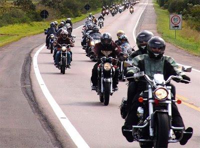 DIA 26/10/2010-CERVEJADA P/DOG´S-ARTHUR PATO %2B+DE+500+MOTOS+NO+ABRA%C3%87ANDO+O+RS