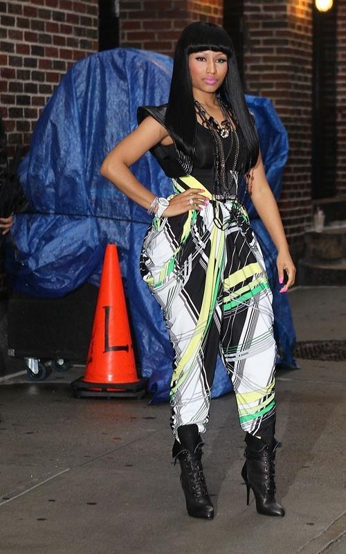nicki minaj hips. hell Nicki Minaj has on?