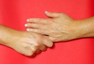 АФОРИЗМИ - Page 2 Jin+shin+jyutsu+holds+little+finger