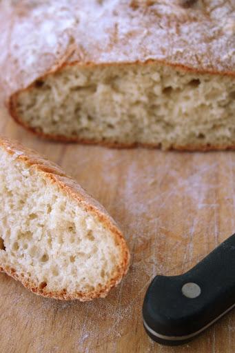 Najprostszy chleb pszenny (Farmhouse Loaf)