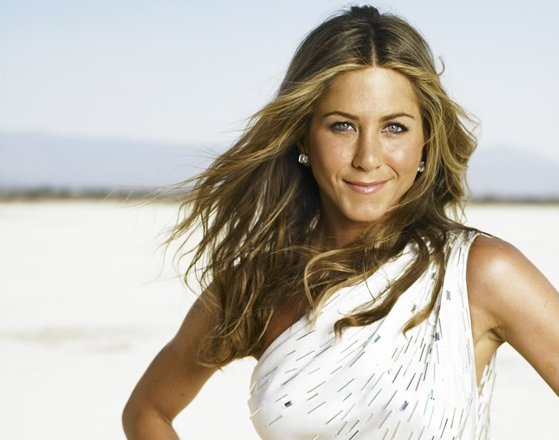 Share Jennifer Aniston Harper S Bazaar Nipslip