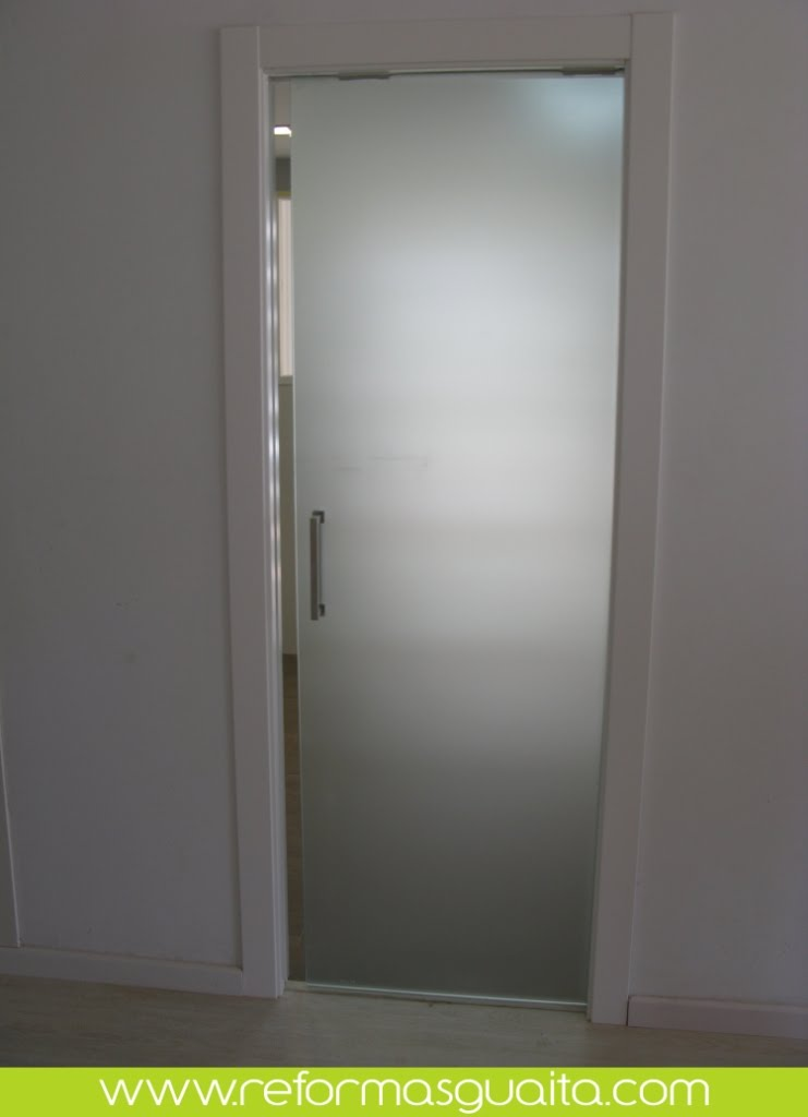 Puertas correderas de cristal reformas guaita - Puerta cristal cocina ...
