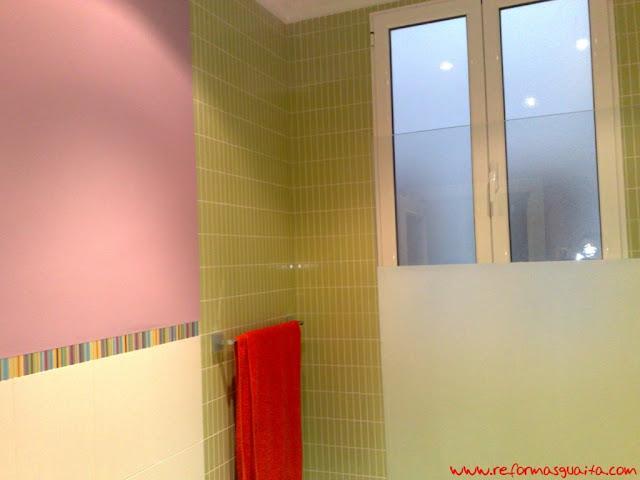 Baños Con Azulejos Hasta La Mitad:una vez concluida la reforma nuestra clienta decidió pintar la