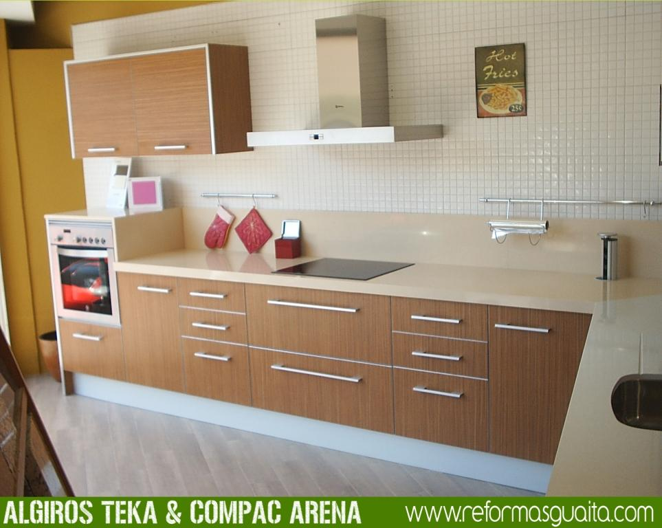 Muebles de cocina en teka artico ideas for Cocinas con parquet