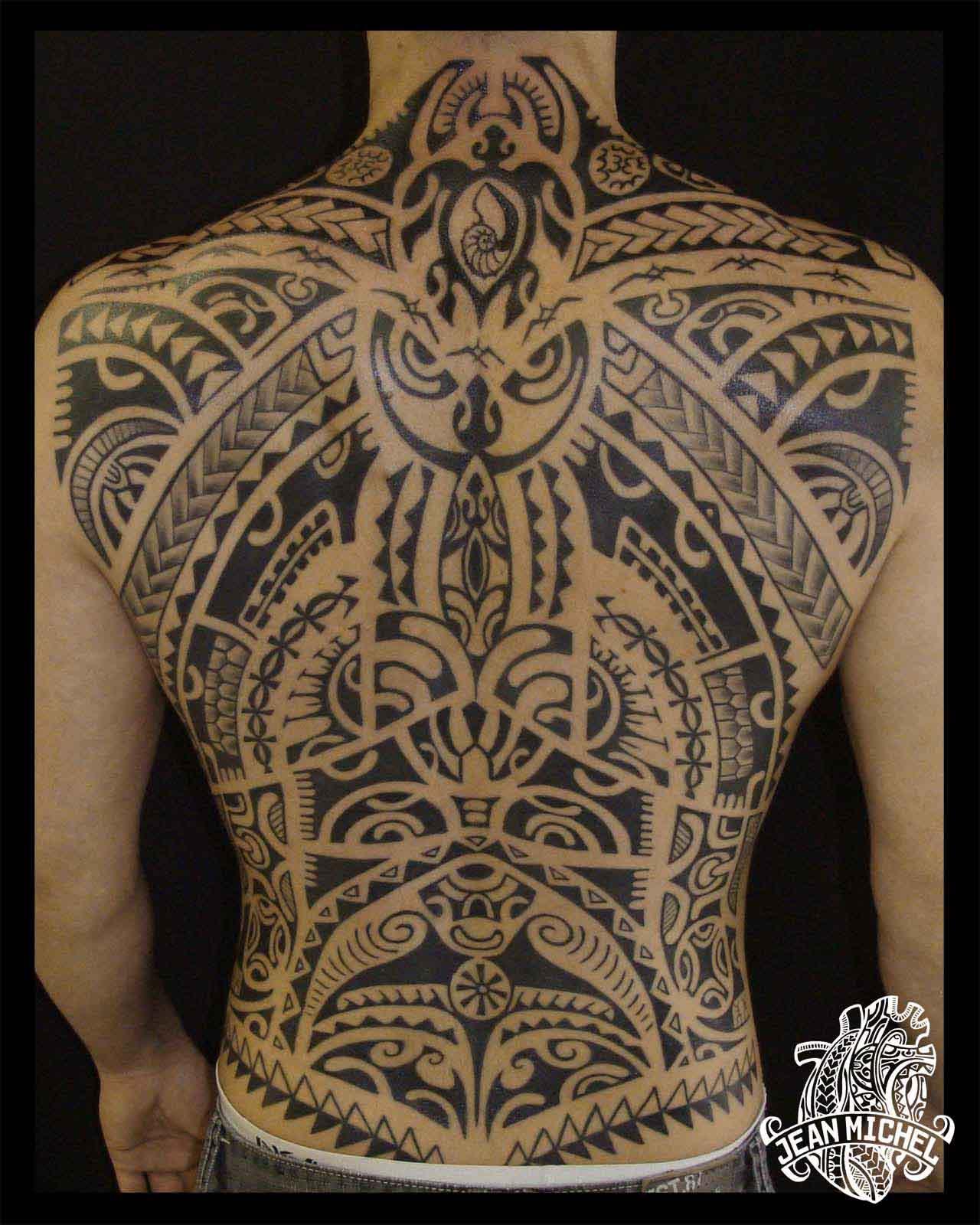 tatouage polynesien polynesian tattoo dos d 39 inspiration. Black Bedroom Furniture Sets. Home Design Ideas