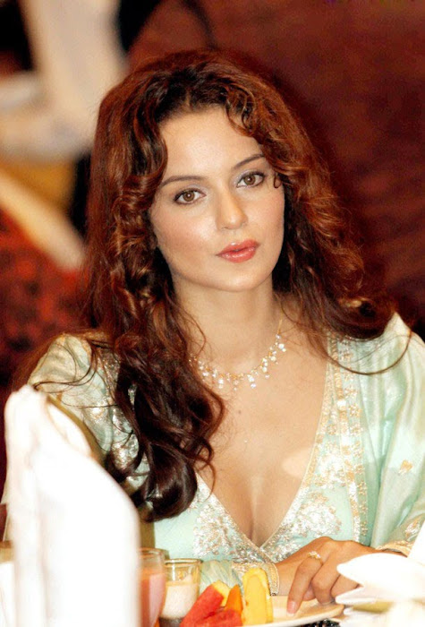 kangna ranaut sizzles at knock out first look launch hot images