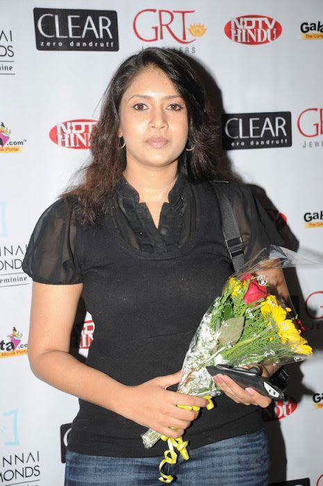 sangavi in black tshirt at blind date premiere