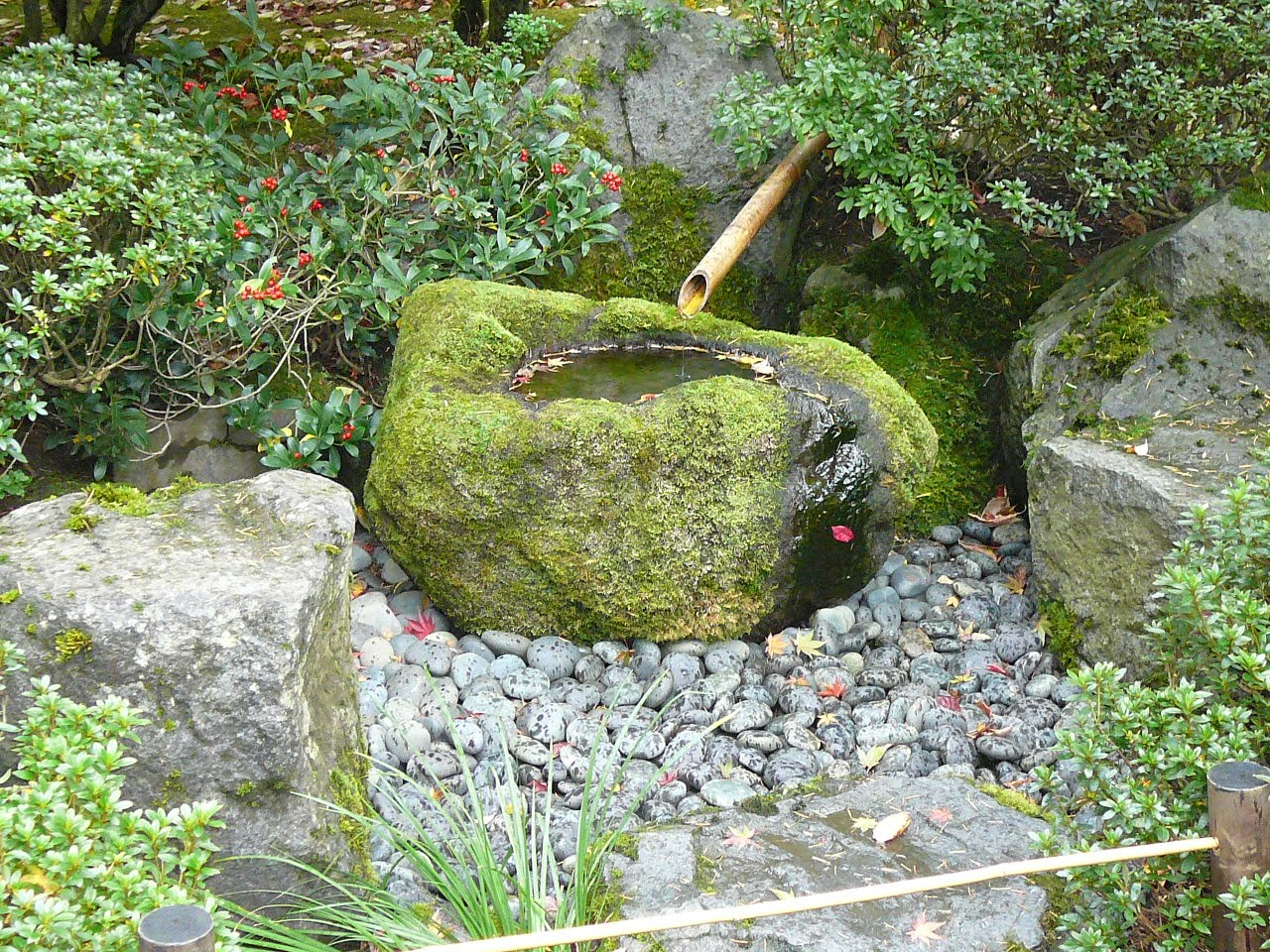 Millstones more japanese garden pictures for Japanese water feature