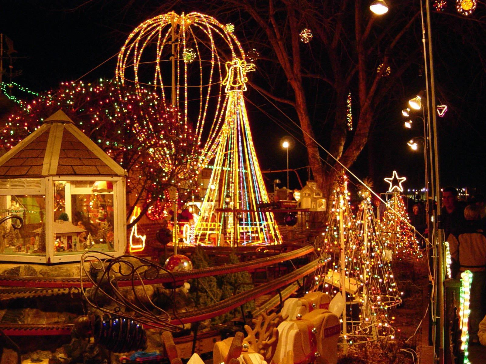 http://4.bp.blogspot.com/_WXq2gYQHNLI/TP1X6rJPgeI/AAAAAAAAAJU/r9eVGH_ZN-U/s1600/christmas_lights_tour.jpg