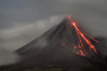 """Volcán Arenal """" El más activo """""""