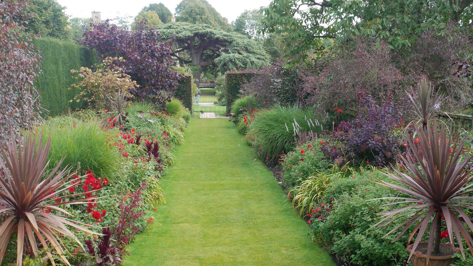 Hidcote manor garden britain visitor blog for Garden trees england
