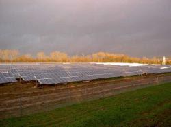 Solarpark Hungen: Die Gelsenkirchener abakus solar AG realisierte die Großanlage auf einer ehemaligen Bergbauhalde. Foto: abakus solar AG