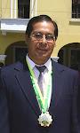 El Maestro con la Medalla de la Ciudad de Ica Perú