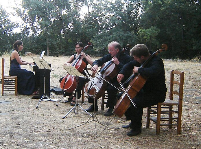 Chamber music on the Era de Capilerilla on the 20th of August 2009 - foto: casa rural El Paraje