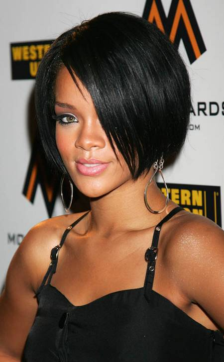 Rihanna hot with beautiful hairstyle