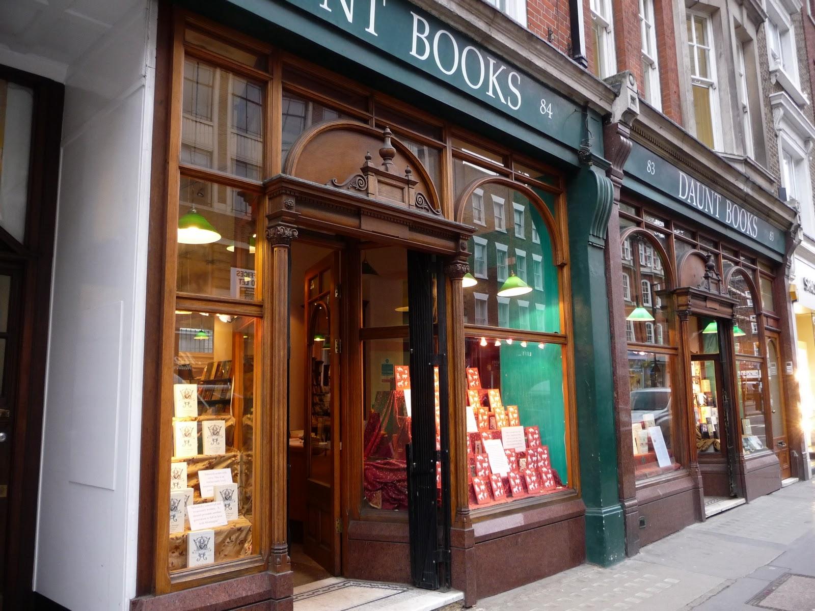 Daunt Books — один из самых красивых книжных магазинов Лондона.  Daunt+books+marylebone