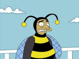 A esta pobre abeja ya le están temblando las piernas, y las alas