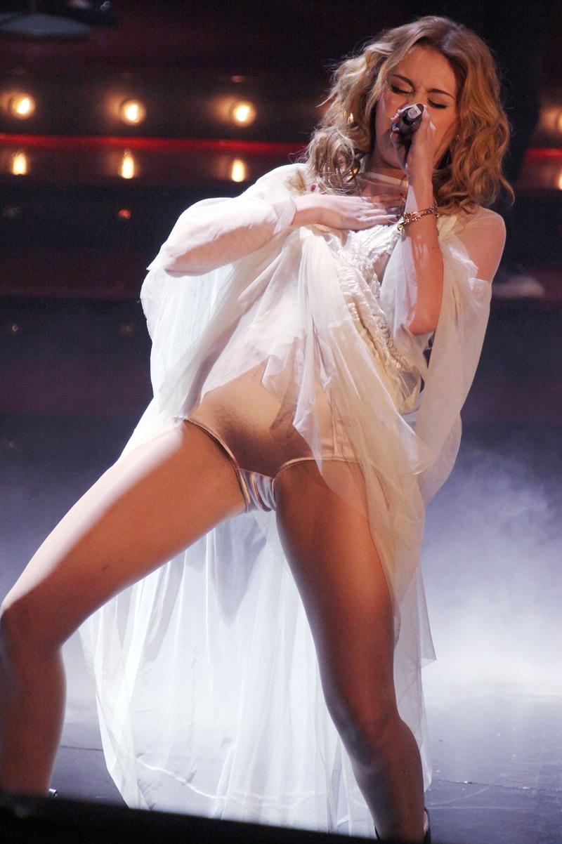 Miley Cyrus Eibe Um Belo Camel Toe Em Show