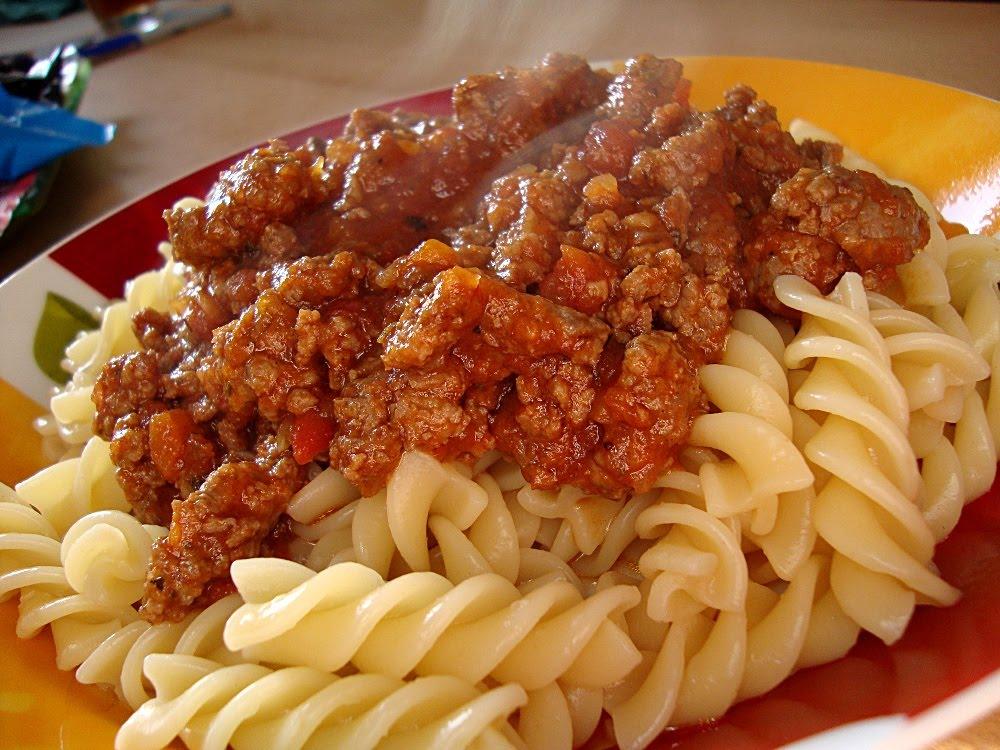 spaghetti mit bolognese rezepte suchen. Black Bedroom Furniture Sets. Home Design Ideas