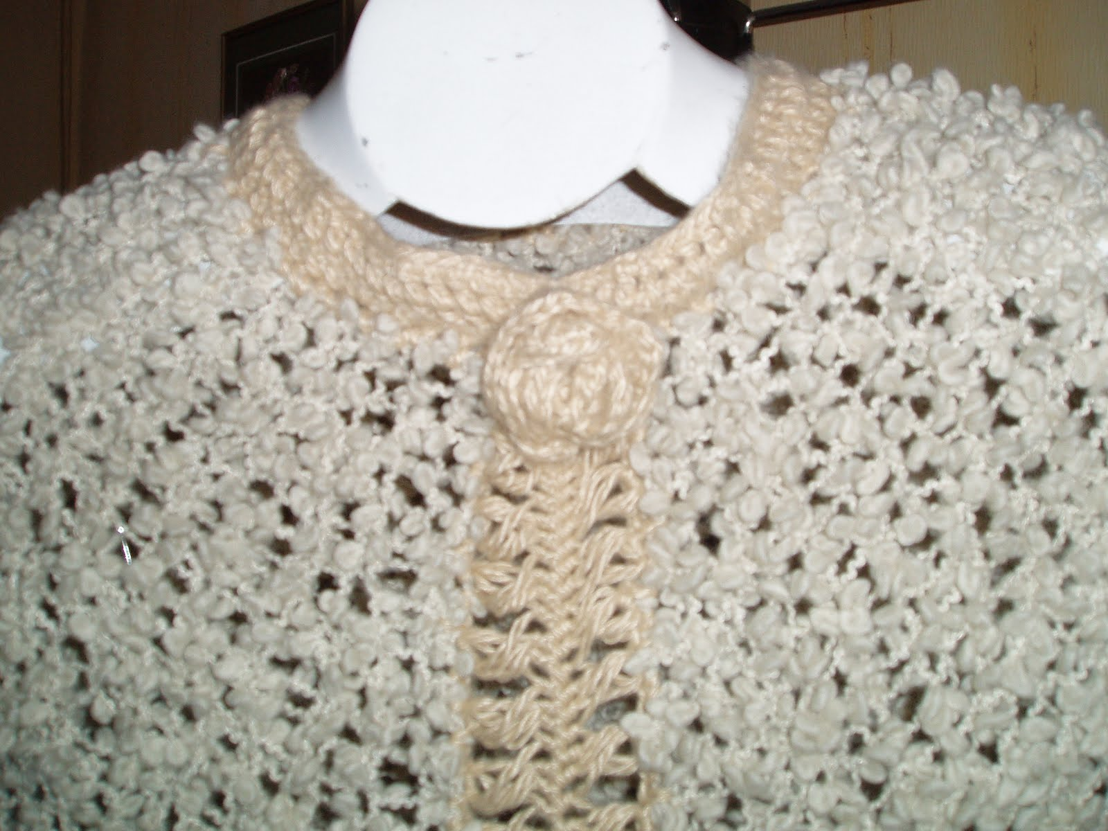 Amigas este Poncho esta tejido a palillos ( Tricot ), Crochet y ...