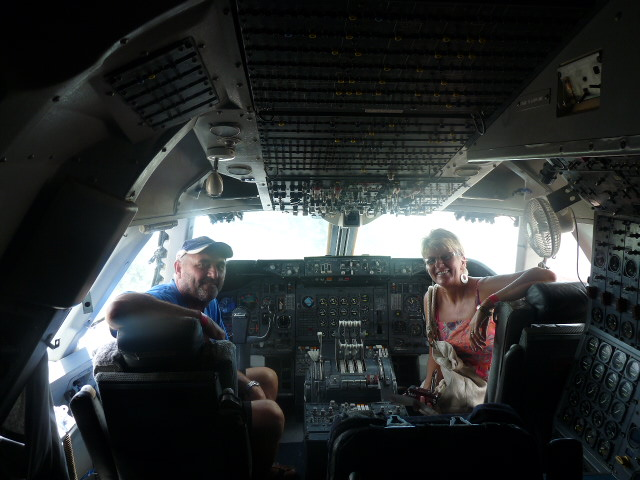 US PRETENDING TO BE PILIOTS IN A 747 QANTAS ....LONGREACH QLD