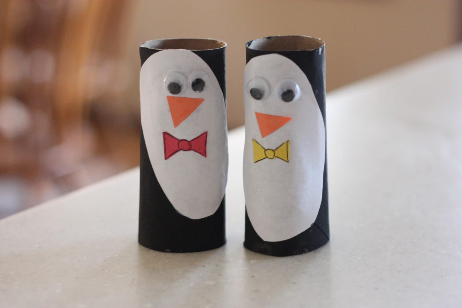 Penguin puppets i can teach my child for Toilet roll puppets