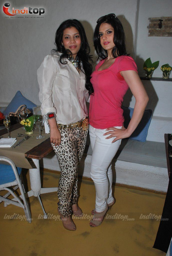 zarine khan bikini hot pics. Zarine Khan Sizzling Hot
