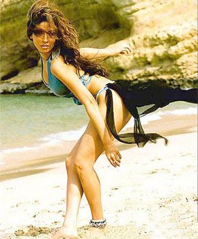 Antara Mali in bikini