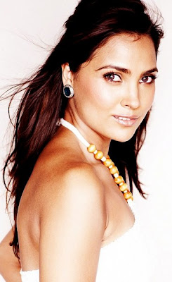 Lara Dutta Sizzles In a Latest Hot Photoshoot