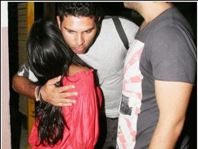 CAUGHT : Yuvraj HUGS Sallu's Sister Arpita Khan!!