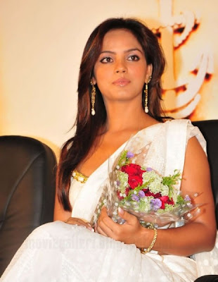 Neetu Chandra Sizzles at Theeratha Vilayattu Pillai Audio launch