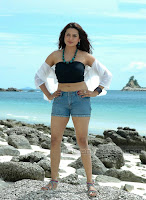 Aditi Agarwal Looks Hot On Beach