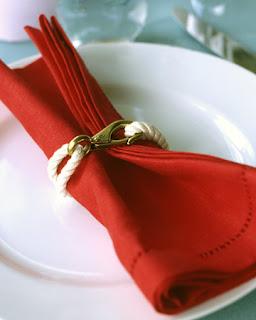 Как сделать свой стол нарядным: украшение салфетками